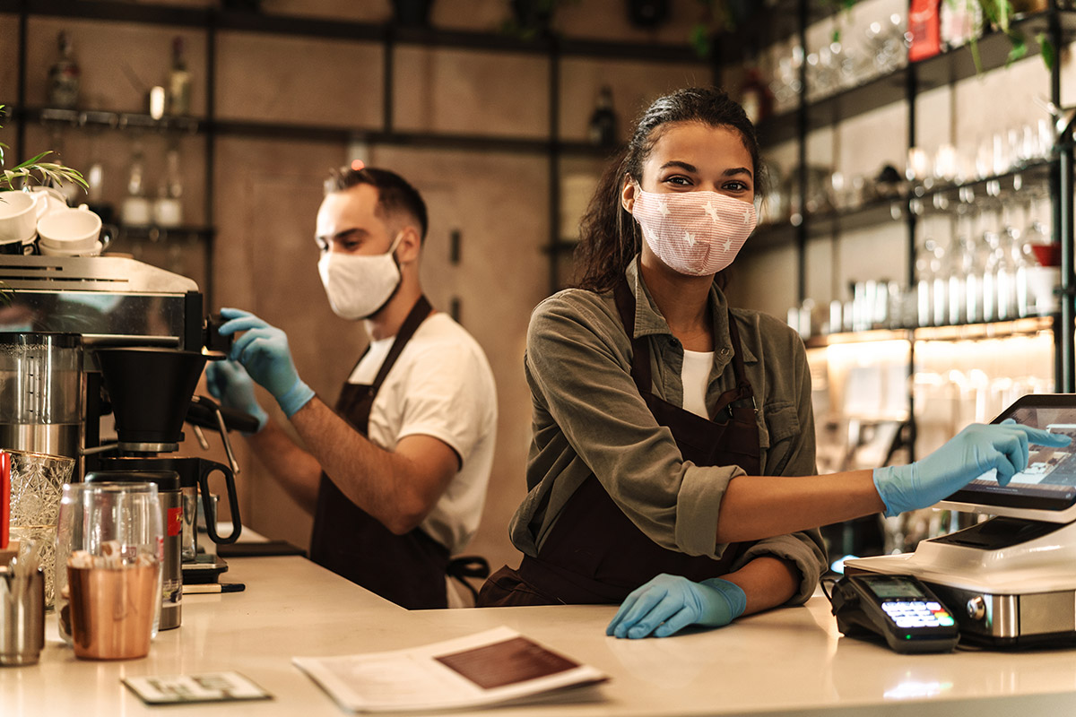 Códigos QR obligatorios e inspecciones semanales: arranca la desescalada de la hostelería en Galicia