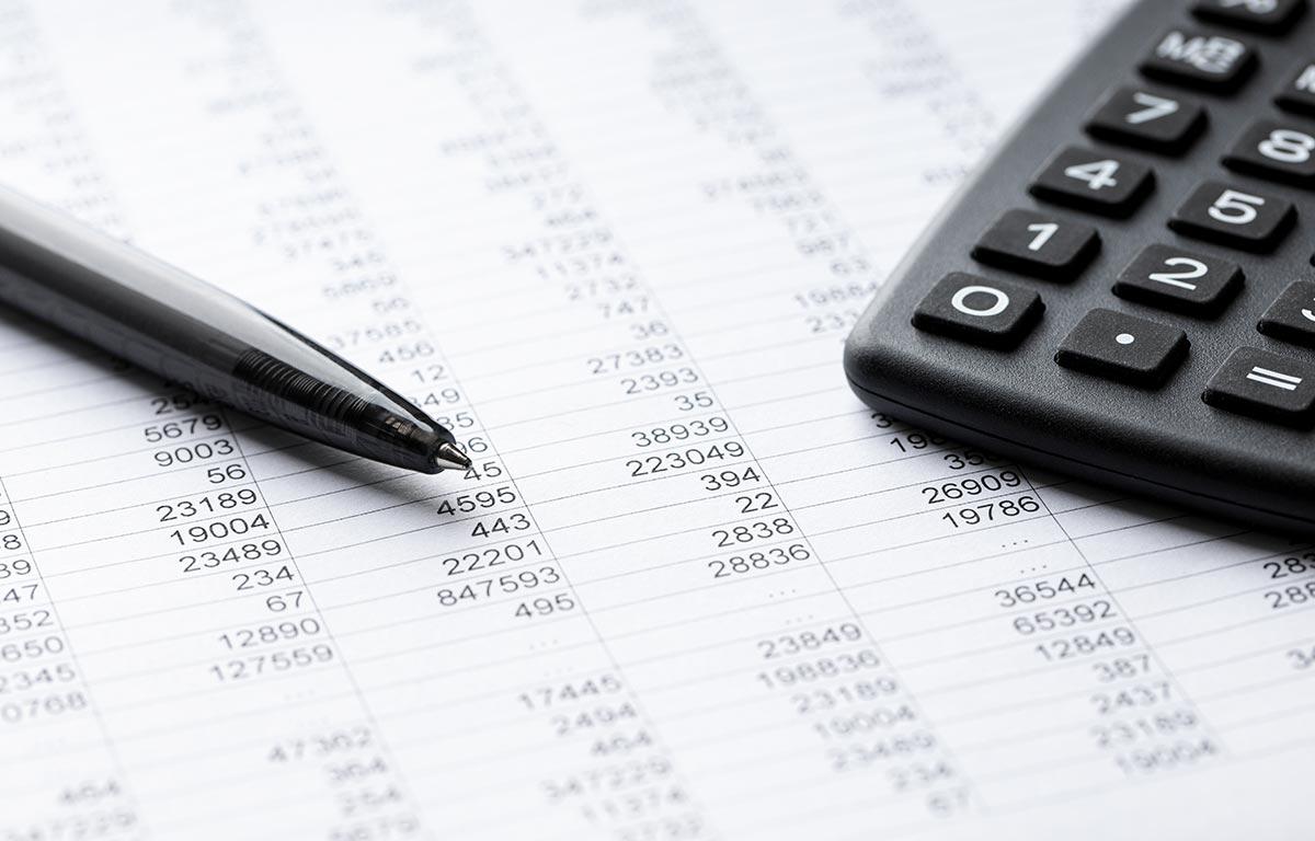 Llega el IVA en octubre. Estos son los gastos que puede deducir un autónomo y los errores más frecuentes